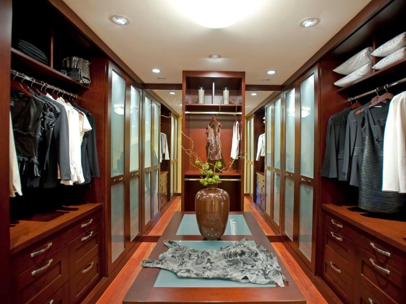 Walk-in Closets are a Must to any Master Bedroom walk-in closets Walk-in Closets are a Must to any Master Bedroom 5 Closets are a Must to any Master Bedroom