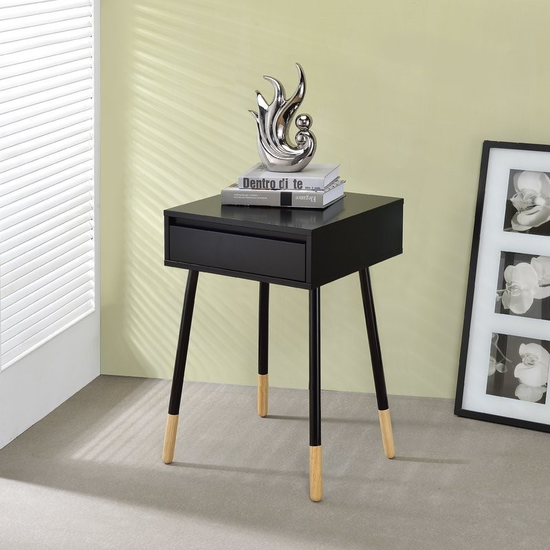 master bedroom Black and Gold Nightstands for your Master Bedroom Black and Gold Nightstands for your Master Bedroom 17