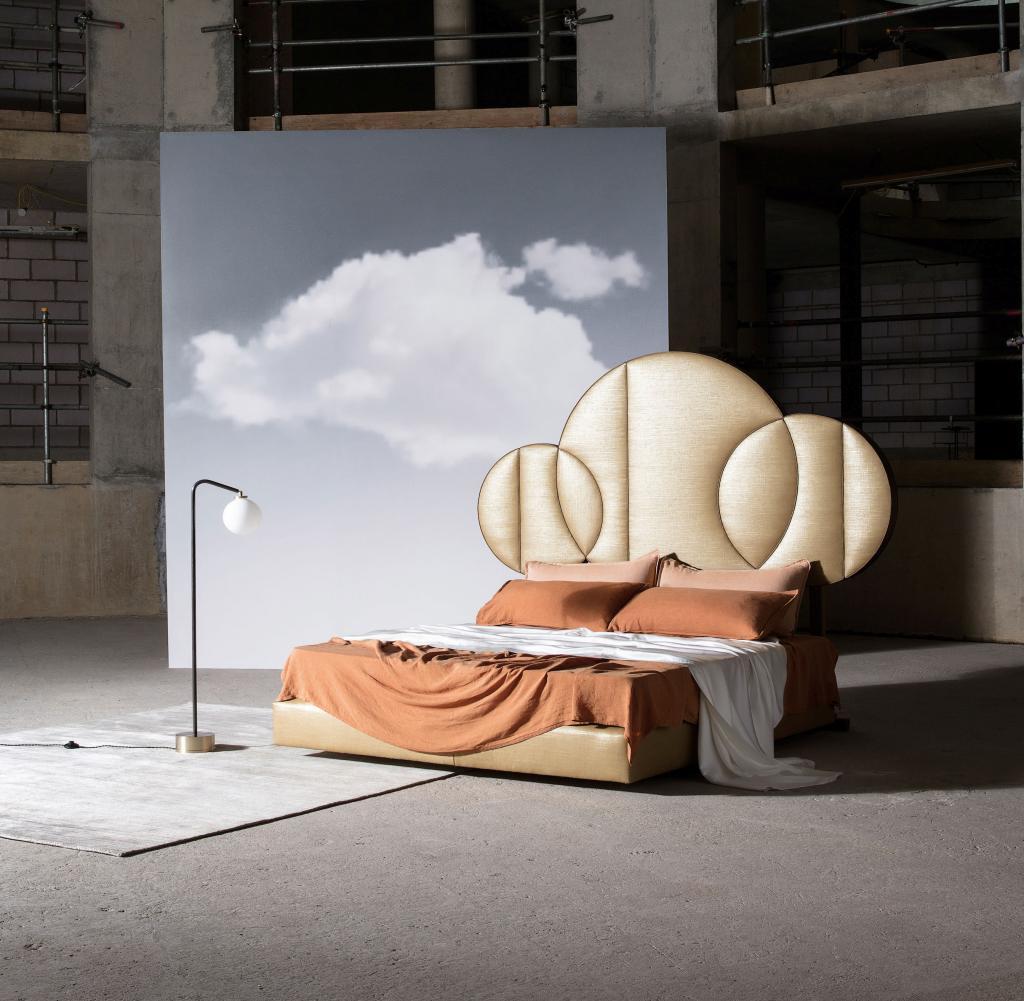 master bedroom Top Savoir Beds For Your Master Bedroom Moon 1 von Savoir Beds welches in Kooperation mit dem Designer T