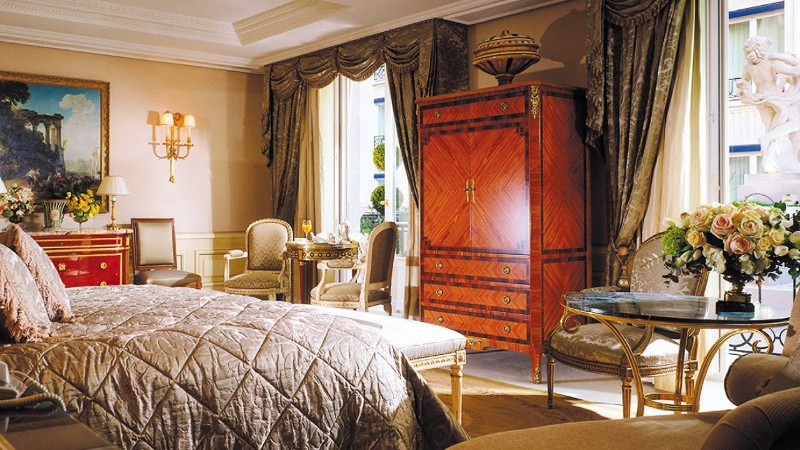 Discover the Top 5 Luxury Suites in Paris luxury suites Discover the Top 5 Luxury Suites in Paris Discover The Top 5 Luxury Suites in Paris 9