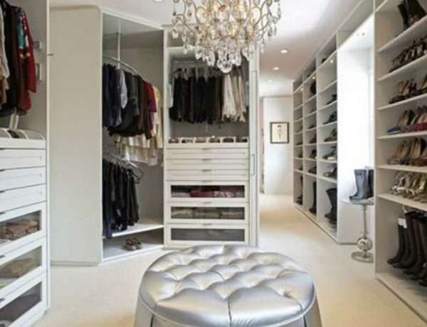 walk-in closets Fabulous Walk-In Closets to Make your Bedroom Interior More Organized! Feature 7 600x460