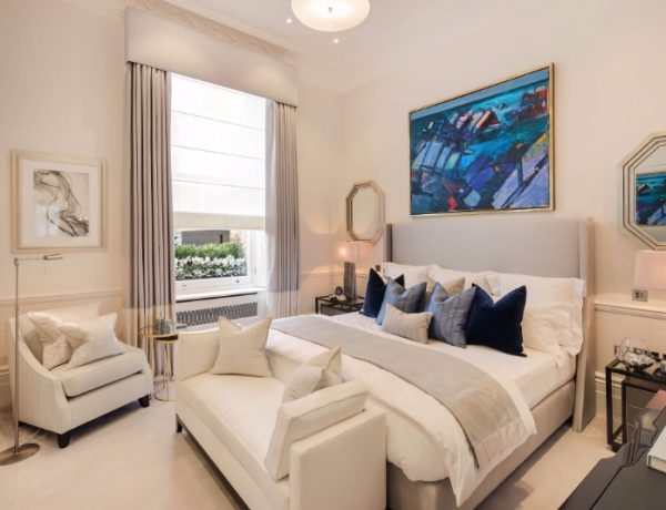 bedroom design Bedroom Designs by Top Interior Designers: Katharine Pooley katharine pooley modern master bedroom design enismore gardens 600x460