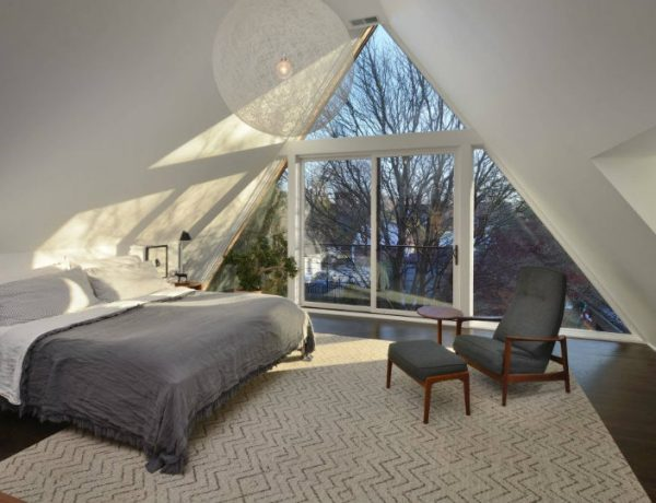 attic bedroom ideas Attic Bedroom Ideas That Will Make You Want To Go Upstairs 12 Attic Bedroom Ideas That Will Make You Want To Go Upstairs 600x460