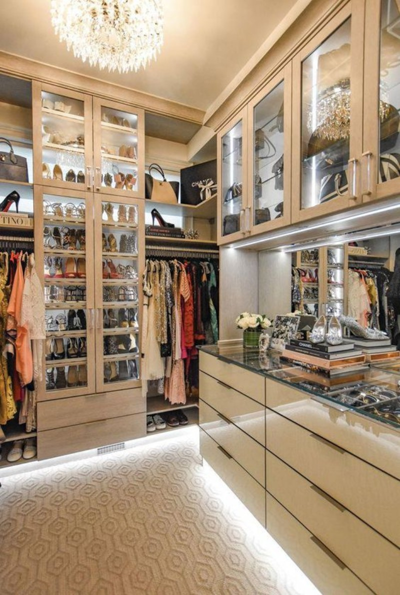 Ideas Of Functional And Practical Walk In Closet For Home: Walk-In Closet: The Must-Have In Every Luxury Bedroom!