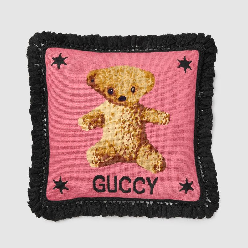 Gucci Decor's Novelties Released During Milan Design Week 2019 gucci decor Gucci Decor's Novelties Released During Milan Design Week 2019 Guccis Novelties Released During Milan Design Week 2019 9