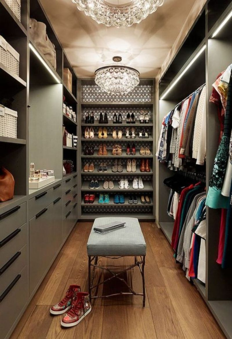 luxury closet Luxury Closet Ideas that Will Amaze You 183c730f4d292f521a8bfaaff3f5761e