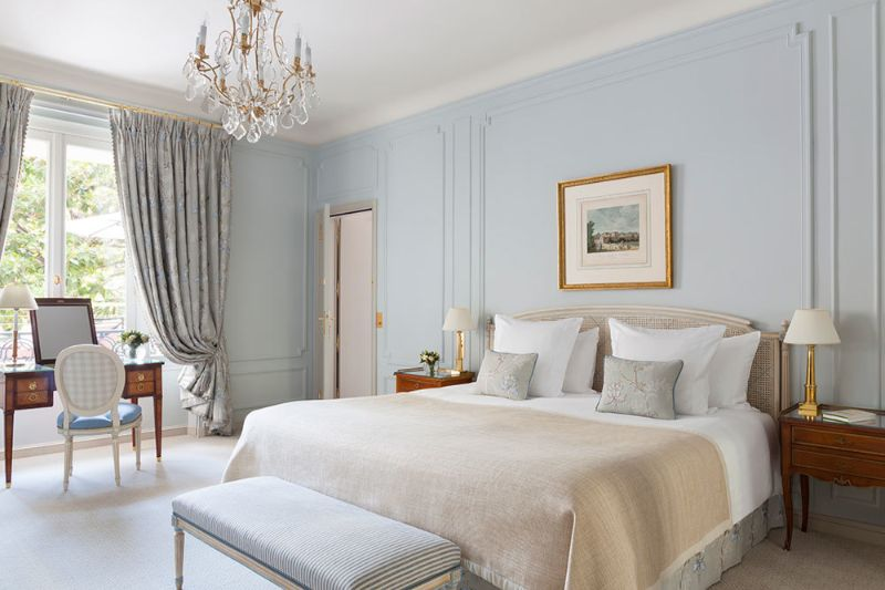 luxury hotel Best Luxury Hotel Suites in France le bristol paris 2