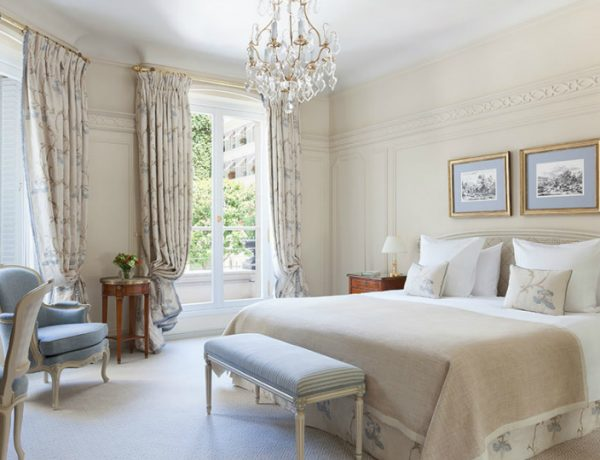 luxury hotel Best Luxury Hotel Suites in France le bristol paris 600x460
