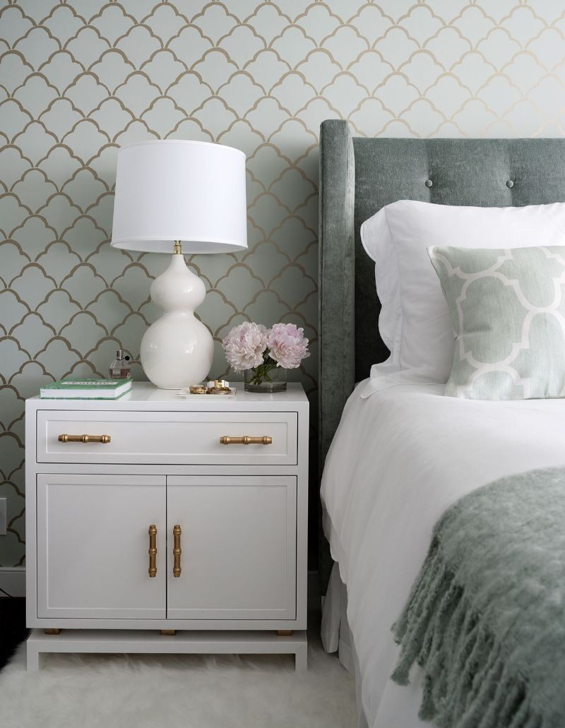 white nightstand White Nightstand Designs for Your Modern Bedroom Interior 44fe06147e89f1a964044d169f19185b