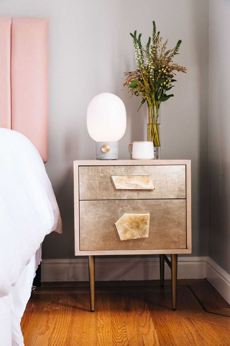 contemporary nightstand Contemporary Nightstand Ideas for Your Modern Bedroom abd5fc57dd5aa4714fd5e93e2de0a55b