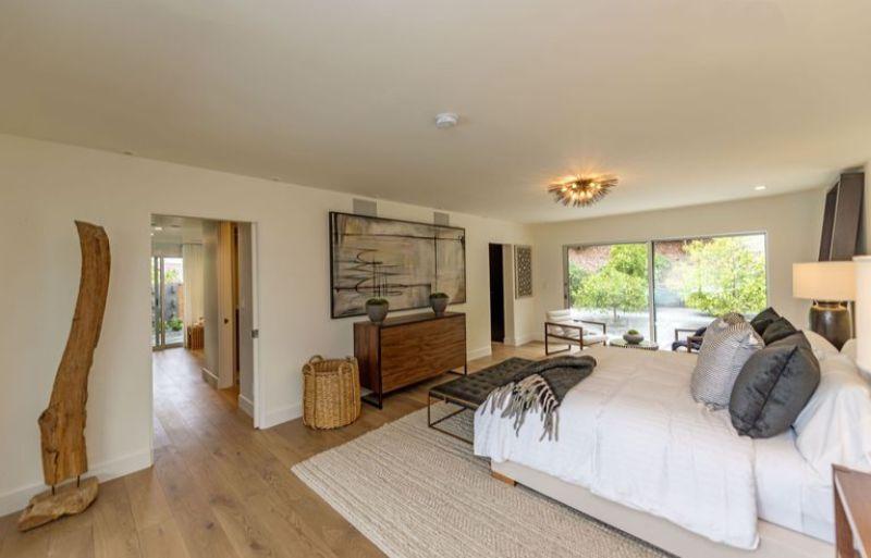 bedroom interior Elegant Bedroom Interior Designs in Celebrities' Homes cindy crawford home 6 1505922921