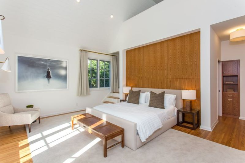 bedroom interior Elegant Bedroom Interior Designs in Celebrities' Homes leonardo dicaprio12