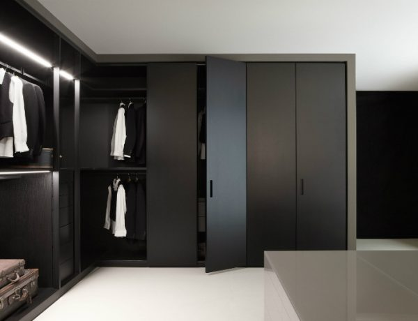 black walk-in closets Design Inspiration: 10 Modern And Contemporary Black Walk-in Closets featured 5 600x460