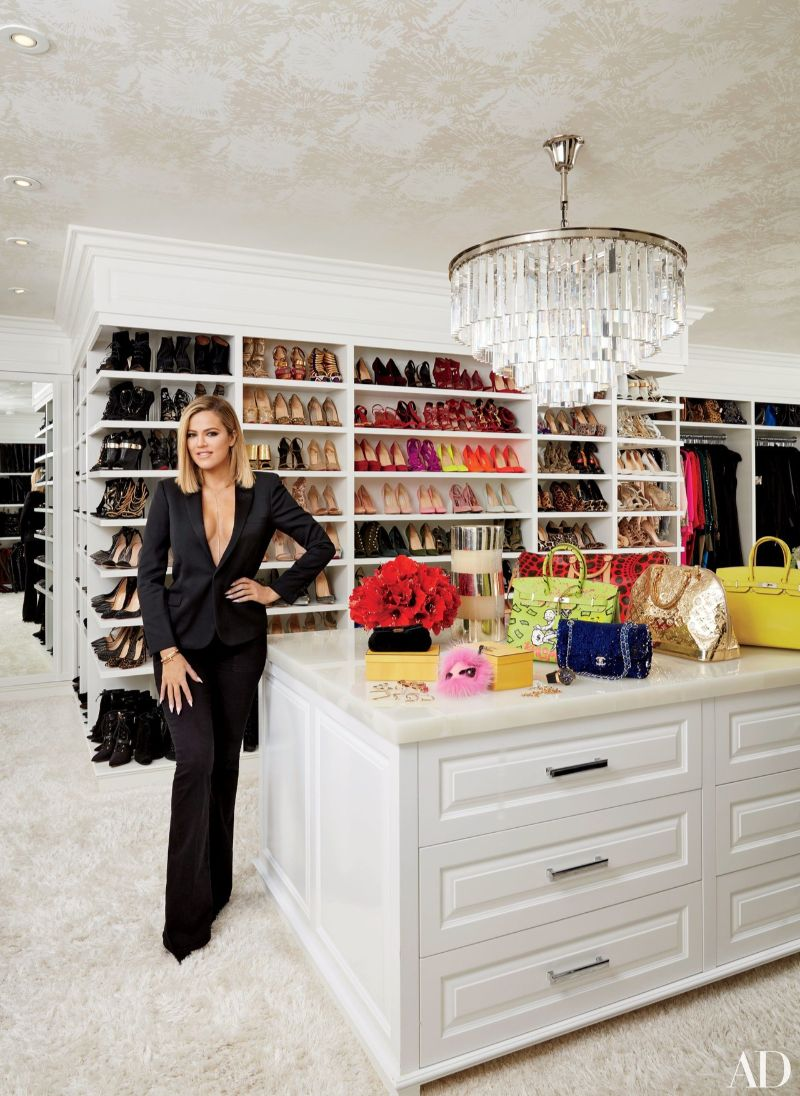Get Inspired By These Celebrities' Contemporary Walk-In Closets walk-in closets Get Inspired By These Celebrities' Contemporary Walk-In Closets Get Inspired By These Celebrities Contemporary Walk In Closets 1
