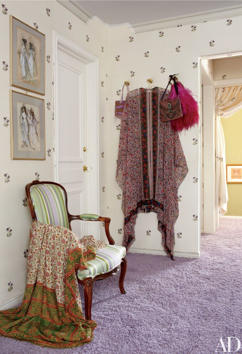 Get Inspired By These Celebrities' Contemporary Walk-In Closets walk-in closets Get Inspired By These Celebrities' Contemporary Walk-In Closets Get Inspired By These Celebrities Contemporary Walk In Closets 10