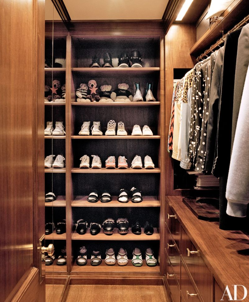 Get Inspired By These Celebrities' Contemporary Walk-In Closets walk-in closets Get Inspired By These Celebrities' Contemporary Walk-In Closets Get Inspired By These Celebrities Contemporary Walk In Closets 2