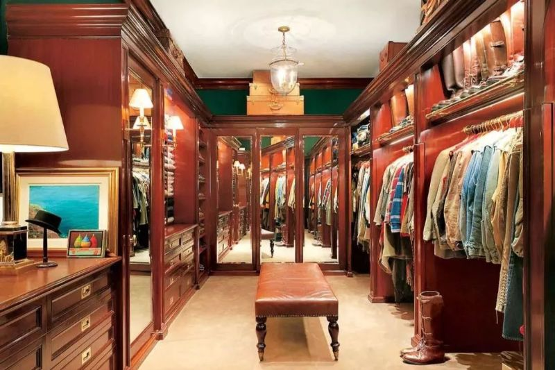 Get Inspired By These Celebrities' Contemporary Walk-In Closets walk-in closets Get Inspired By These Celebrities' Contemporary Walk-In Closets Get Inspired By These Celebrities Contemporary Walk In Closets 5