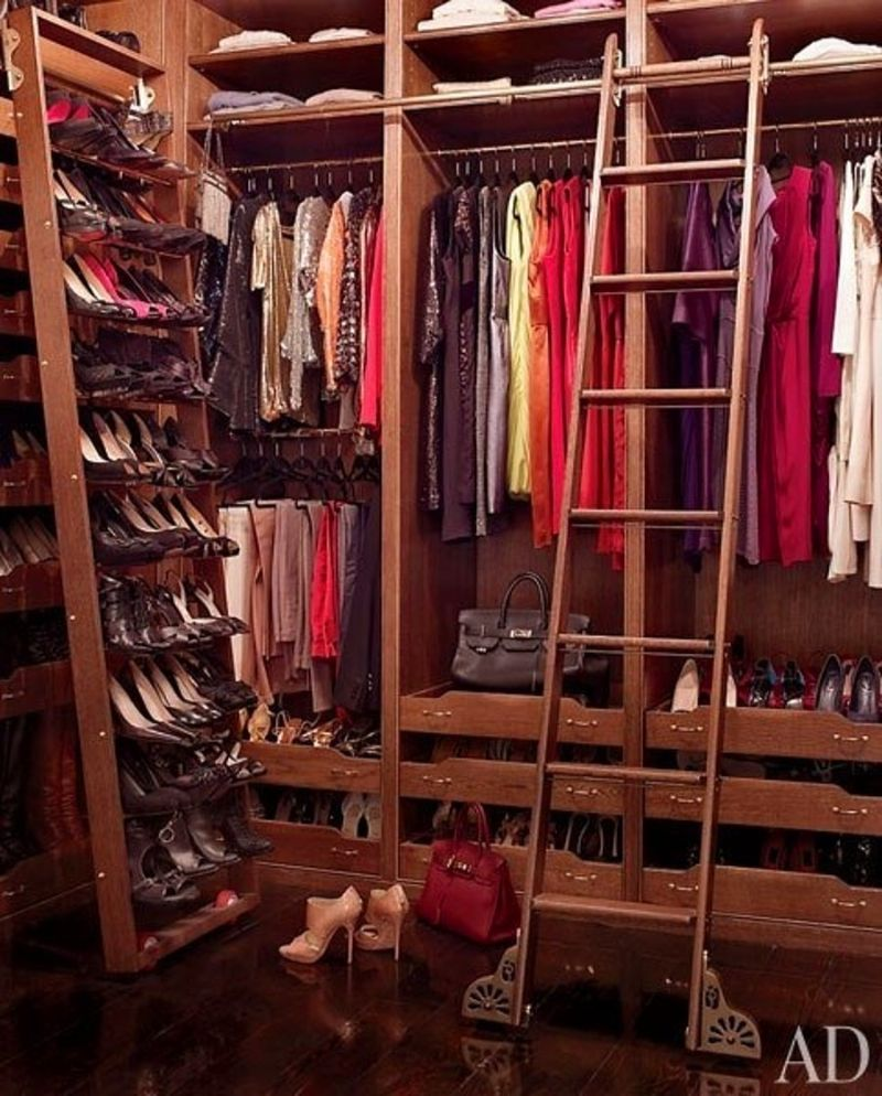 Get Inspired By These Celebrities' Contemporary Walk-In Closets walk-in closets Get Inspired By These Celebrities' Contemporary Walk-In Closets Get Inspired By These Celebrities Contemporary Walk In Closets 7