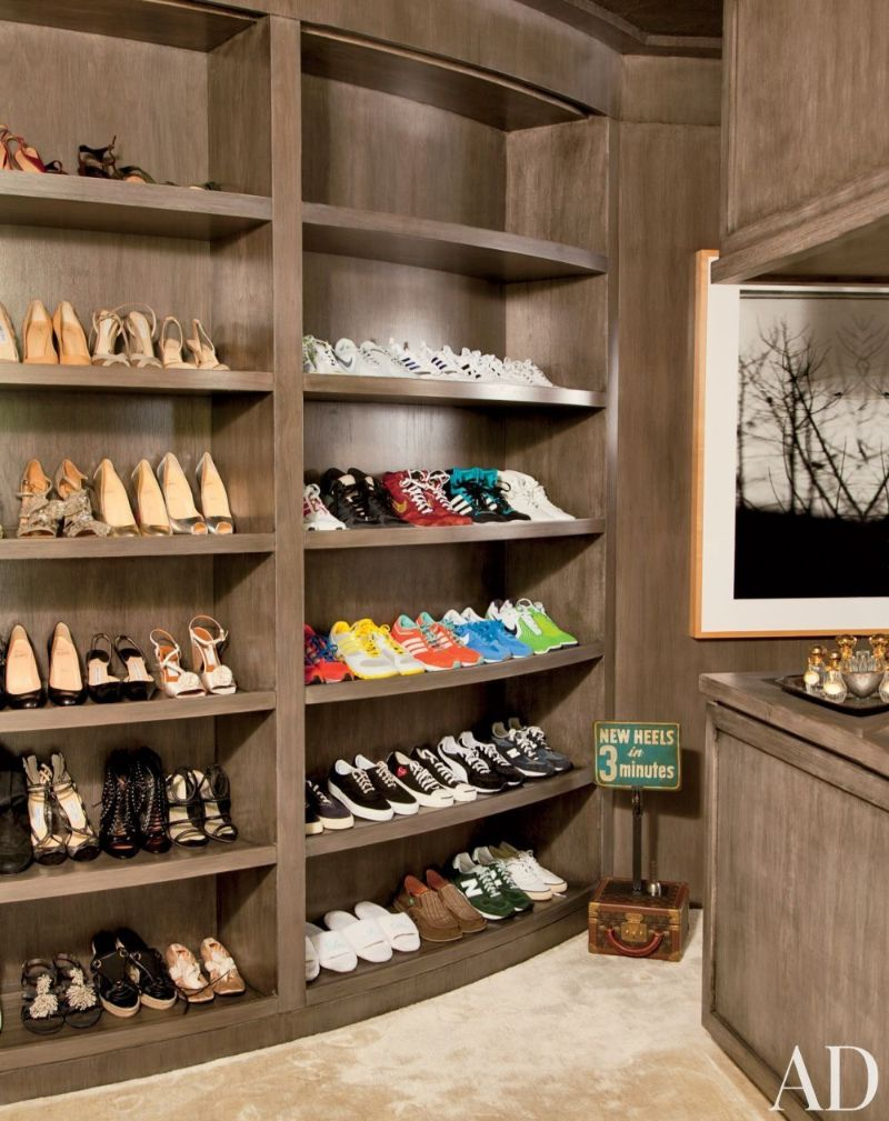 Get Inspired By These Celebrities' Contemporary Walk-In Closets walk-in closets Get Inspired By These Celebrities' Contemporary Walk-In Closets Get Inspired By These Celebrities Contemporary Walk In Closets 8