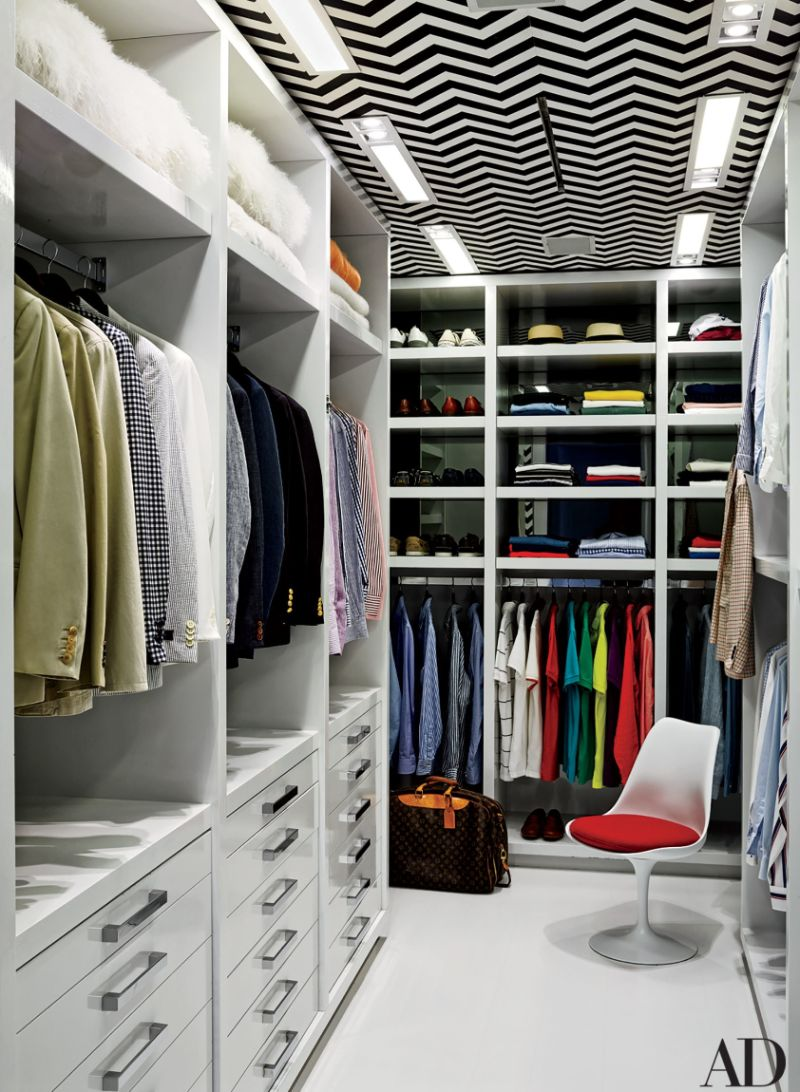 Get Inspired By These Celebrities' Contemporary Walk-In Closets walk-in closets Get Inspired By These Celebrities' Contemporary Walk-In Closets Get Inspired By These Celebrities Contemporary Walk In Closets 9