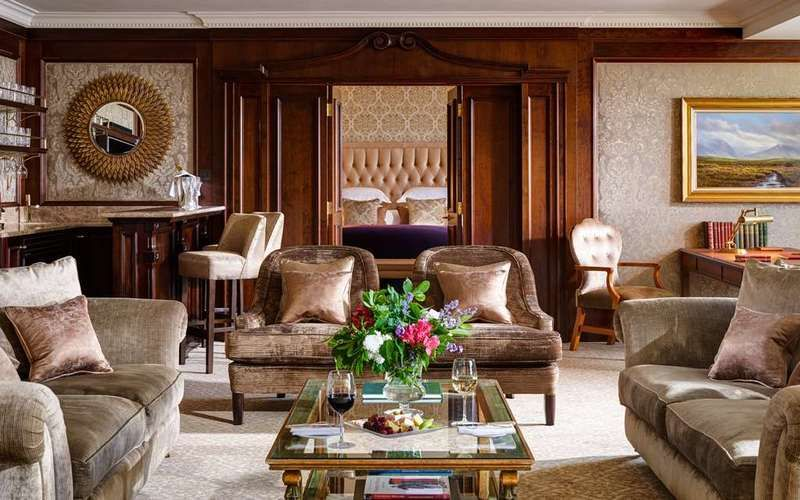 Inside Mariah Carey's Luxury Hotel Suite With Architectural Digest