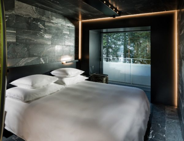 luxury bedroom designs Luxury Bedroom Designs At 7132 Hotel: The Art of Alpine Luxury feat1 2 600x460