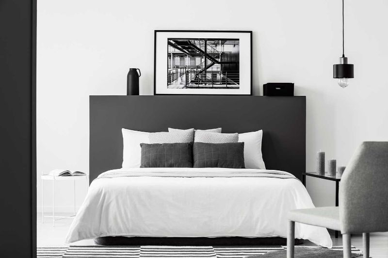 Contemporary Bedroom Design Trends To Follow In 2020 contemporary bedroom Contemporary Bedroom Design Trends To Follow In 2020 BOLD BLACK AND WHITE