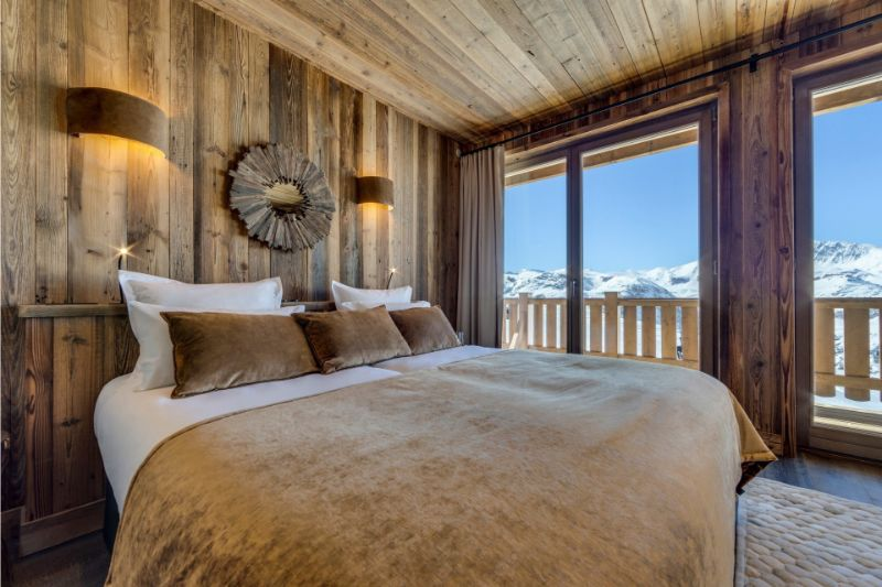 Contemporary Bedrooms Inside French Alps Luxury Hotels contemporary bedrooms Contemporary Bedrooms Inside French Alps Luxury Hotels La Refuge de Solaise 2
