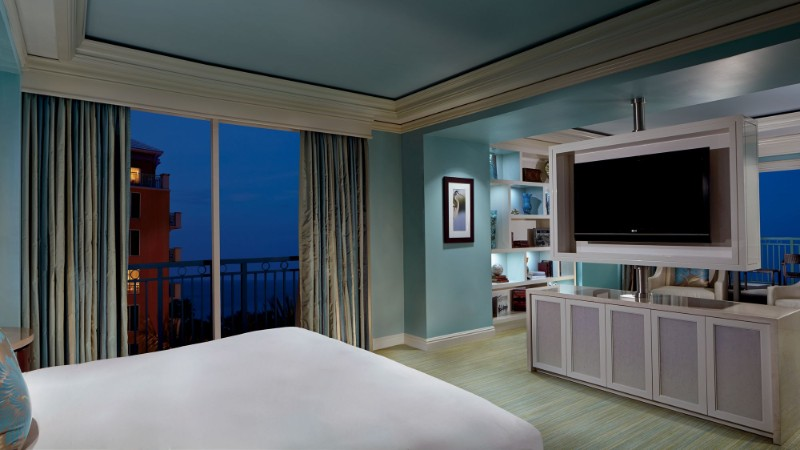 Where To Stay in Miami: The Best Luxury Hotel's Modern Bedrooms modern bedrooms Where To Stay in Miami: The Best Luxury Hotel's Modern Bedrooms Presidential Suite in Ritz Carlton Coconut Grove