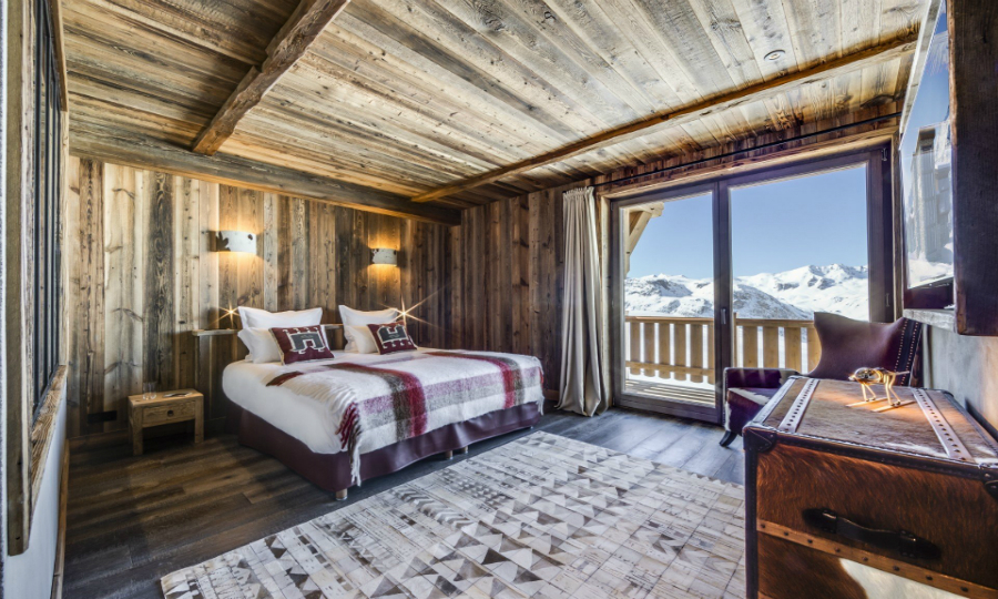 contemporary bedrooms Contemporary Bedrooms Inside French Alps Luxury Hotels featured 1