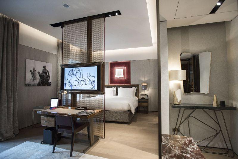 The Fendi Private Suites: Modern And Elegant Master Bedrooms In Rome fendi The Fendi Private Suites: Modern And Elegant Master Bedrooms In Rome PALAZZO SUITE 2 1