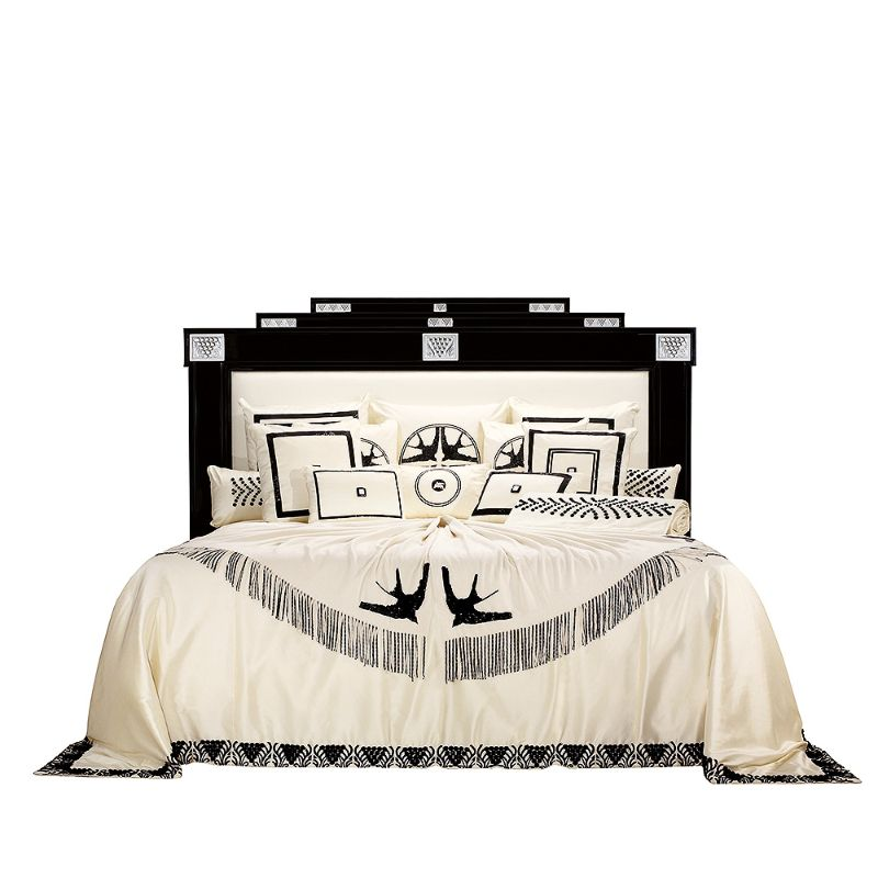 Lalique's Furniture And Lighting Pieces For Your Modern Bedroom lalique Lalique's Furniture And Lighting Pieces For Your Modern Bedroom MASQUE DE FEMME BED