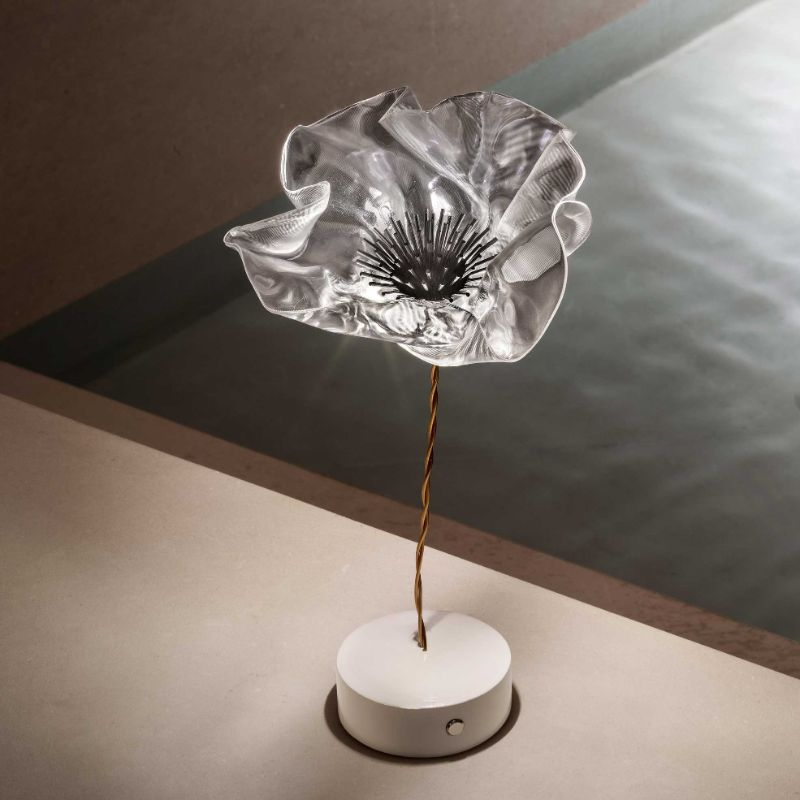 10 Modern Table Lamps By Slamp: A Glam Touch Inside Your Bedroom slamp 10 Modern Table Lamps By Slamp: A Glam Touch Inside Your Bedroom LAFLEUR