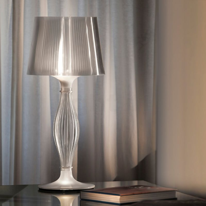 10 Modern Table Lamps By Slamp: A Glam Touch Inside Your Bedroom slamp 10 Modern Table Lamps By Slamp: A Glam Touch Inside Your Bedroom LIZA TABLE