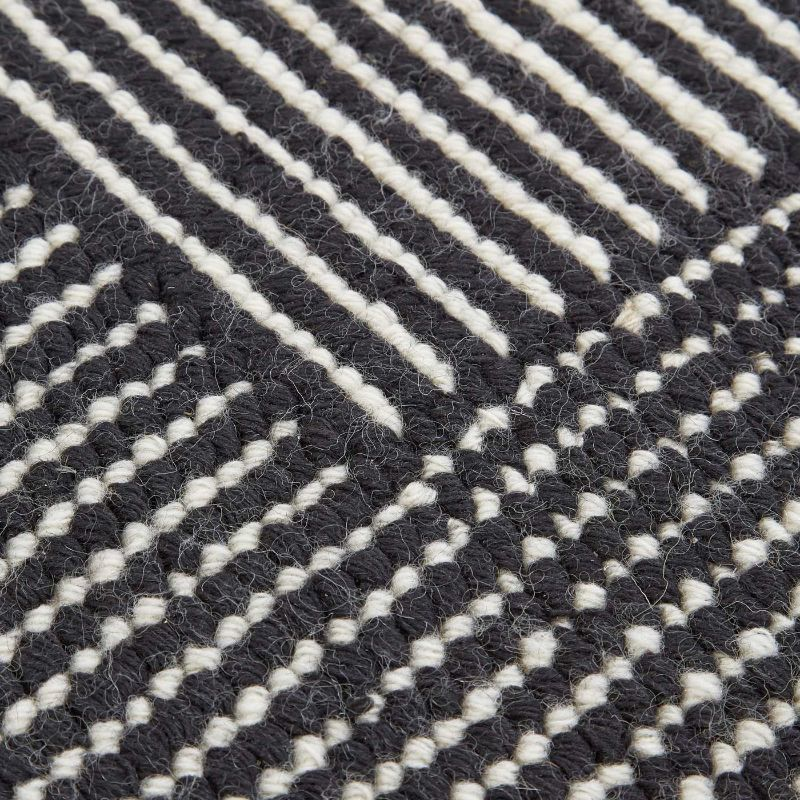 10 Luxury Rugs For An Imposing Master Bedroom luxury rug 10 Luxury Rugs For An Imposing Master Bedroom 011 Tom Dixon Stripe Rug Black And White Detail bde17a28574bb399510bb23580e254ba 1