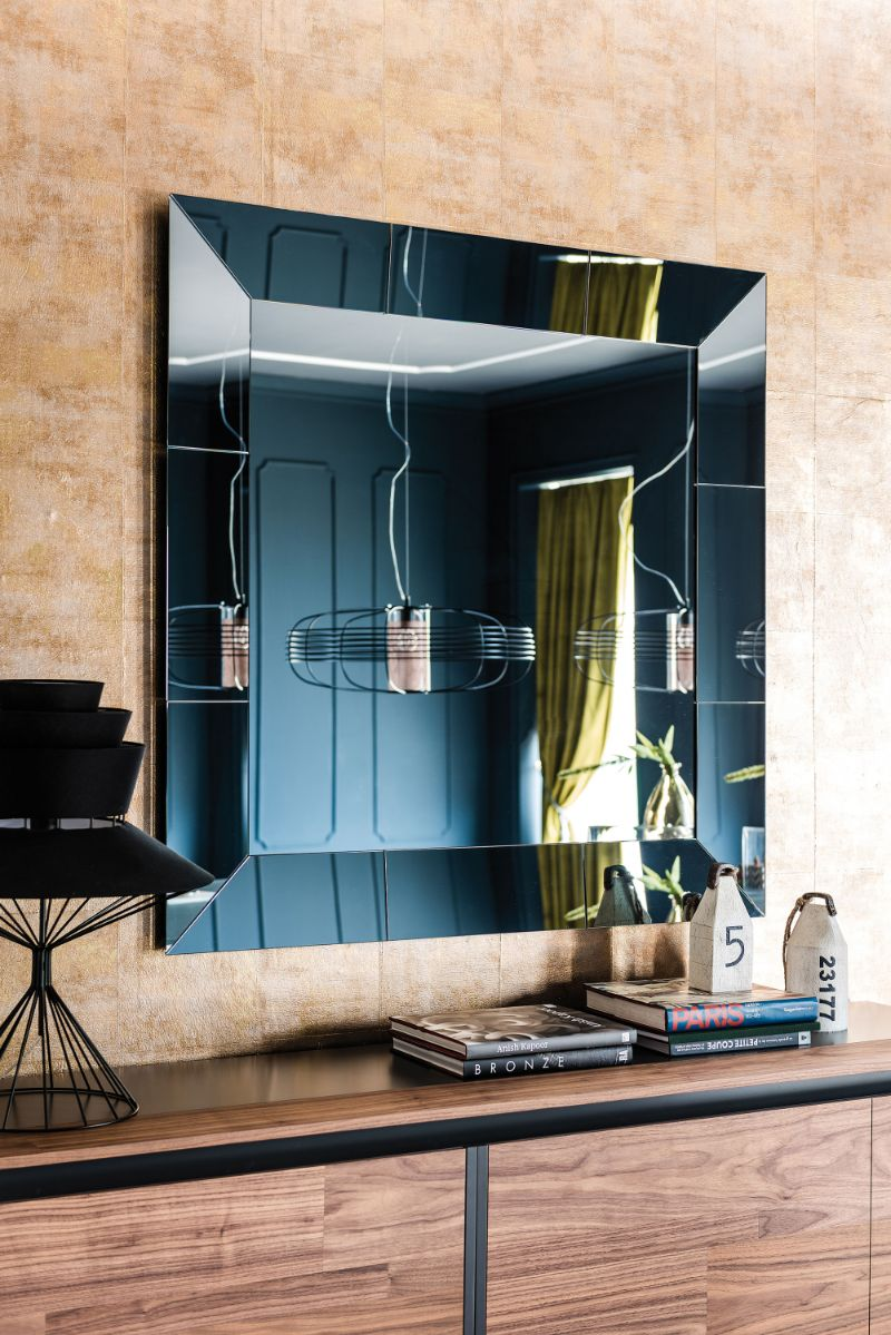 The Best Luxury Mirrors Too Enhance Your Bedroom Design luxury mirror The Best Luxury Mirrors Too Enhance Your Bedroom Design 1542291892 1