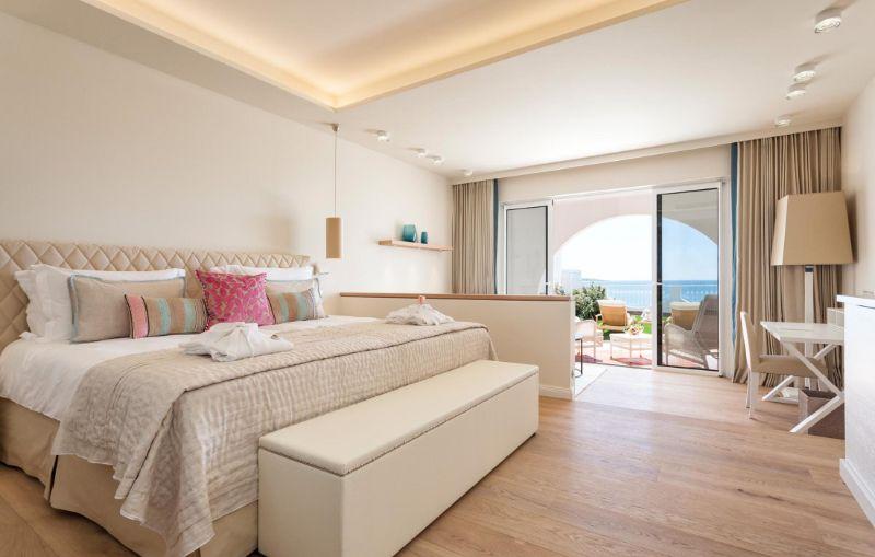 Vila Vita Hotel - A Luxury And Elegant Hotel In Portugal vila vita hotel Vila Vita Hotel – A Luxury And Elegant Hotel In Portugal deluxe room ocean view 01 optim 1