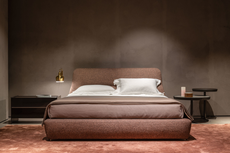 The Most Beautiful Beds For A Impressive Bedroom Design bedroom design The Most Beautiful Beds For A Impressive Bedroom Design MolteniC Salone 2019 Greenwich Dordoni 08 HR 1
