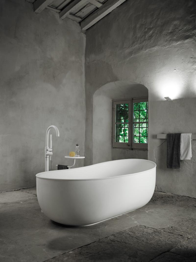 Elevate Your Master Bedroom – Luxury Bathtubs That Will Steal The Show luxury bathtub Elevate Your Master Bedroom – Luxury Bathtubs That Will Steal The Show 985db5b9c0264fd8aa31da2d1d586770 1