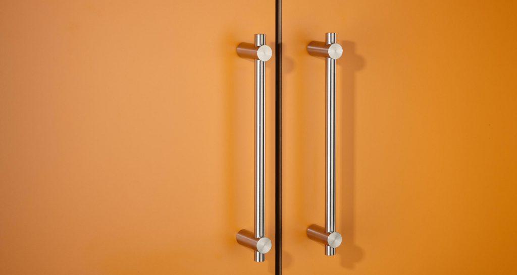 17 Luxury Handles to Transform Your Bedroom luxury handle 17 Luxury Handles to Transform Your Bedroom Bu  gelgriff mit Endstangenhaltern by PHOS Design 1024x546