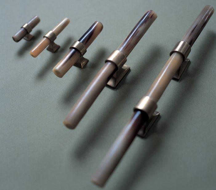 17 Luxury Handles to Transform Your Bedroom luxury handle 17 Luxury Handles to Transform Your Bedroom Ochre Horn handles