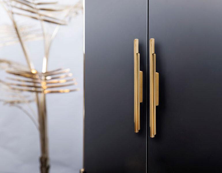 17 Luxury Handles to Transform Your Bedroom luxury handle 17 Luxury Handles to Transform Your Bedroom Skyline pullcast