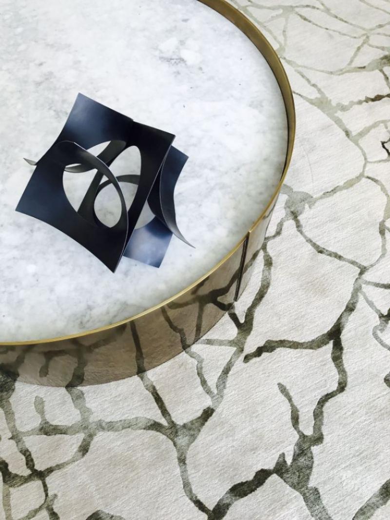 The Best Luxury Rugs For A Stunning Bedroom Design luxury rug The Best Luxury Rugs For A Stunning Bedroom Design d6d5efdf69af512795f3166c5e51efb0 1 768x1024 1 1