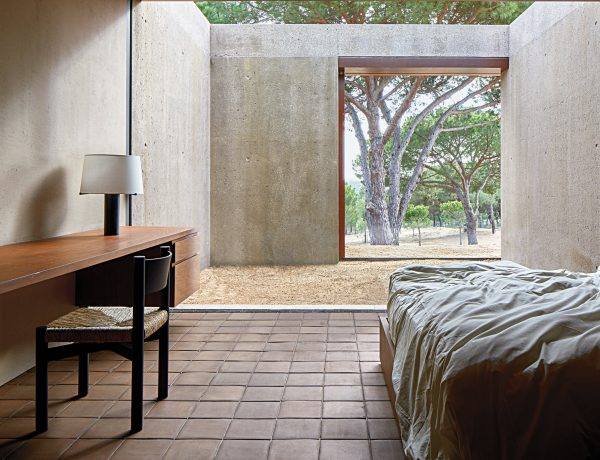 vincent van duysen Vincent Van Duysen Minimalist Bedroom 09tmag vanduysen slide TPU1 superJumbo 600x460
