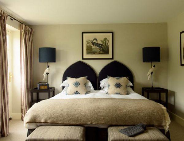 flora soames Flora Soames Most Elegant and Classic Master Bedrooms country pub hotel 05 1 1 600x460