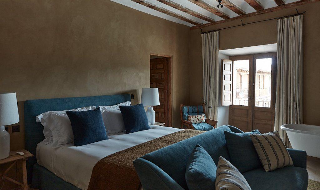 Contemporary Bedrooms by Casa Muñoz casa muñoz Contemporary Bedrooms by Casa Muñoz GM CASATABERNA 09711 1024x610