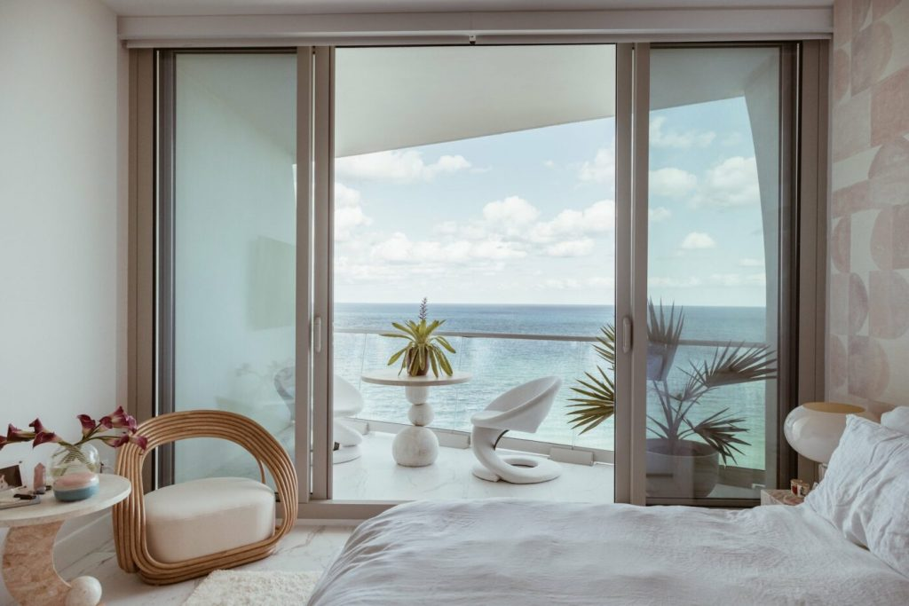 10 Luxury Bedrooms With Incredible Views luxury bedroom 10 Luxury Bedrooms With Incredible Views 626A4150 Edit 2 1399x933 1 1024x683